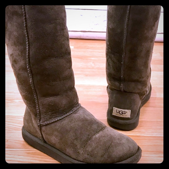 c9d41abaa4b Ugg Classic Tall Chocolate Brown Boots Size W6